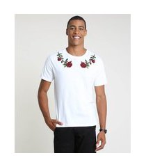 camiseta masculina com bordado floral manga curta gola careca off white