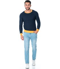 suéter tejido para hombre azul combinación de color mostaza en cuello, puños y cintura
