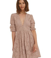 v-shape flowy puff sleeve lace dress