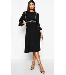 geborduurde midi jurk met mouwfranjes, zwart