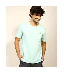 camiseta masculina com bolso manga curta gola careca verde água