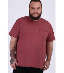 camiseta masculina plus size com bolso manga curta gola careca vermelha