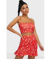 nly one frill mini print skirt minikjolar röd mönstrad