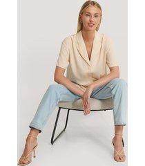 basma & merna x na-kd oversize skjorta med 3/4 ärm - beige