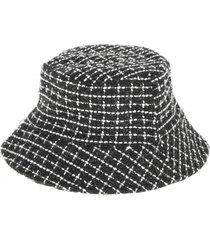 sombrero cuadritos negro humana