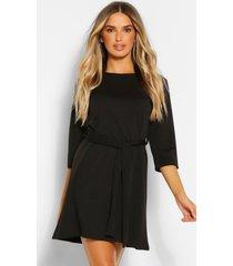 loshangende jurk met driekwarts mouwen en ceintuur, zwart