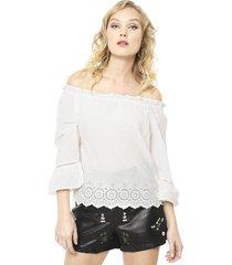 blusa skyla off shoulder blanco only - calce regular