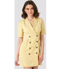 na-kd classic short sleeve blazer dress - yellow