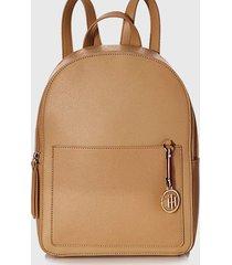 mochila int saffiano charm backpack beige tommy hilfiger