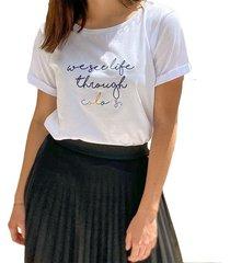 camiseta en algodón we see life through colors - la marquesa