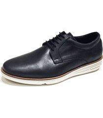 zapato negro prototype yikes