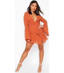dobby plunge front flared sleeve shift dress, rust