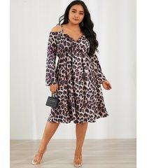 abrigo con tirantes finos de leopardo con hombros descubiertos y talla grande diseño midi de manga larga vestido
