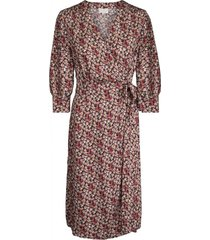 melina change dress