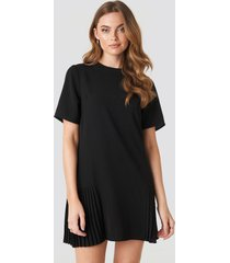 na-kd pleated detail mini dress - black