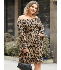 mini vestido de manga larga con diseño de cinturón de leopardo con hombros descubiertos y talla grande