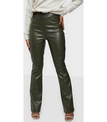 nly trend pu bootcut pants byxor
