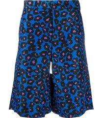 comme des garçons homme plus leopard print knee-length shorts - blue