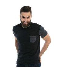 camiseta d'affari full black com bolso e mangas contrastante masculina