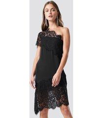 na-kd party one shoulder lace asymmetric dress - black