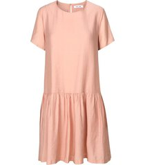 mille short sleeve dress in misty rose