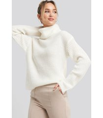adorable caro x na-kd big turtleneck knitted sweater - white