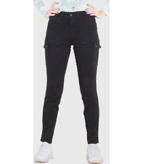jeans wados pitillo tiro alto cargo negro - calce ajustado