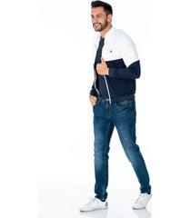 chaqueta azul con blanco para hombre con bolsillos laterales y cremallera plateada
