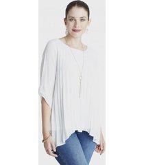 blusa manga 3/4 tela plisada y collar blanco lorenzo di pontti