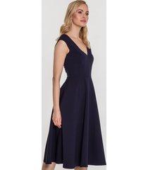 rozkloszowana sukienka eksponująca plecy adrianna