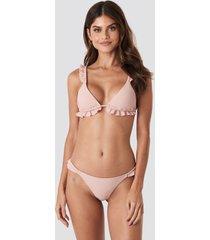 gerda x na-kd low cut frilled bikini bottom - pink