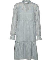 dress long sleeved w. frill at neck knälång klänning blå coster copenhagen