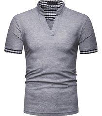 camiseta con cuello a cuadros para hombre