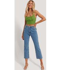 chloé b x na-kd jeans med hög midja och raka ben - blue