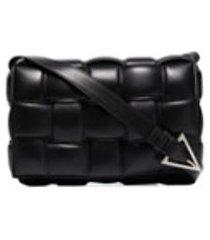 bottega veneta bolsa tiracolo matelassê de couro - preto