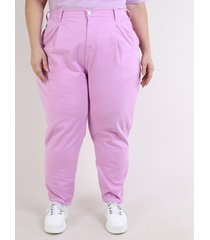 calça de sarja mindset feminina plus size mom cintura alta com bolsos rosa