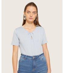 camiseta manga corta unicolor con pliegues en escote