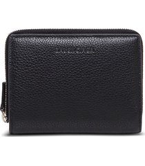 balenciaga essential wallet in black hammered leather