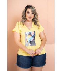 t-shirt babado com aplicação amarelo plus size