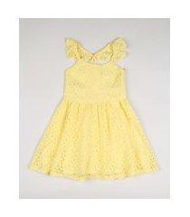 vestido de renda infantil com alças cruzadas amarelo