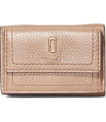 marc jacobs the softshot pearlized trifold wallet - pink