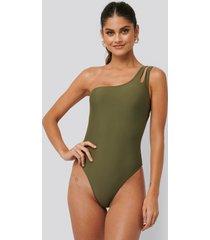 na-kd swimwear baddräkt med en axel - green