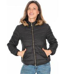 chaqueta negra para dama acolchada con capota de peluche removible