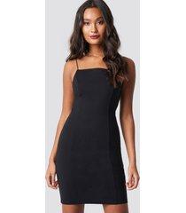 dilara x na-kd thin strap bodycon dress - black