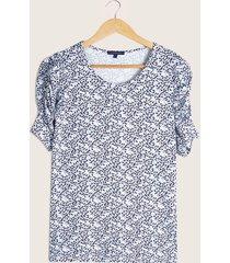 camiseta blanca estampada azul m