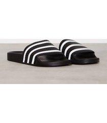 adidas originals adilette sandaler & flip flops black/white