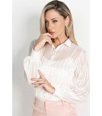 camisa feminina off white com padronagem listrada juliana