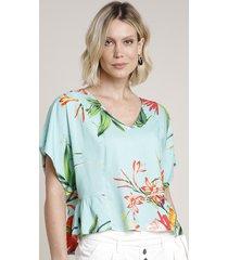 blusa feminina ampla estampada floral com amarração manga curta decote v verde água