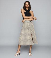 reiss jorja - pleated skirt with d-ring belt in black/white, womens, size 14