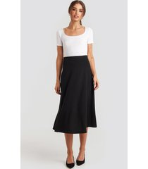 na-kd crepes line midi skirt - black